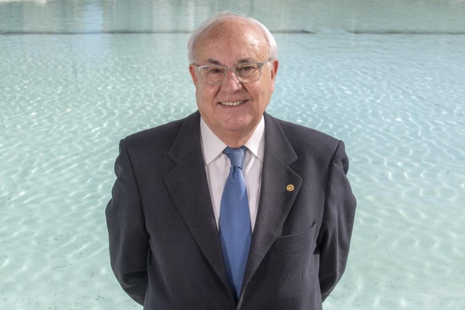 Dr. D. Luis Ortega Gironés