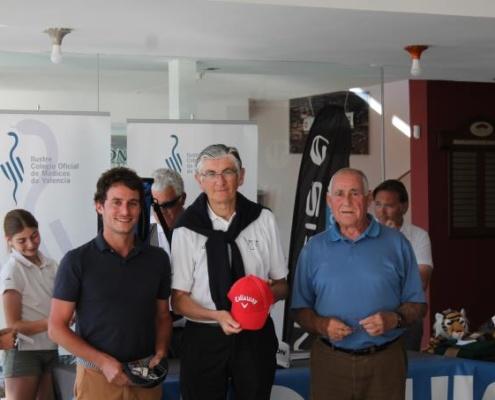 Deporte y compañerismo en el III Open de Golf del ICOMV